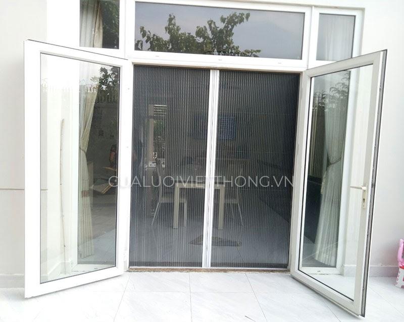 Cửa lưới chống muỗi mở quay cũng tương tự như cửa mở xoay